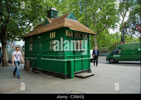 Cabman's shelter, Embankment Place, London, U.K - Stock Photo