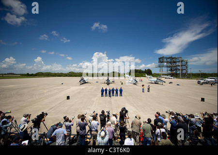Astronauts Arrive for Launch Media gather at Kennedy Space Center's Shuttle Landing Facility to see the STS-134 - Stock Photo