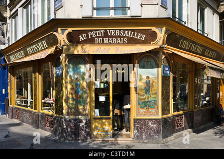Traditional boulangerie/patisserie on the corner of Rue Francois Miron and Rue Tiron in the Marais district, Paris, - Stock Photo