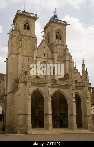 France Burgundy Semur-en-Auxois, Notre Dame church - Stock Photo