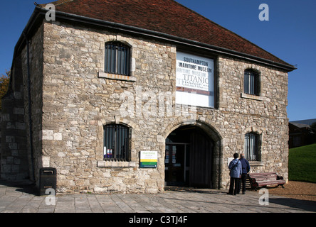 Southampton - The 14th century Wool House was restored in 1966 and opened as a Maritime Museum - Stock Photo