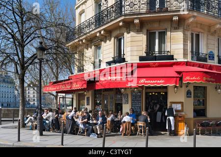 Brasserie on the corner of Rue Jean du Bellay, Ile Saint-Louis, Paris, France - Stock Photo