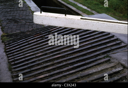 Picture showing ribbed brick paving at Grindley Brook staircase locks, Llangollen canal, Near Whitcurch, Salop, - Stock Photo