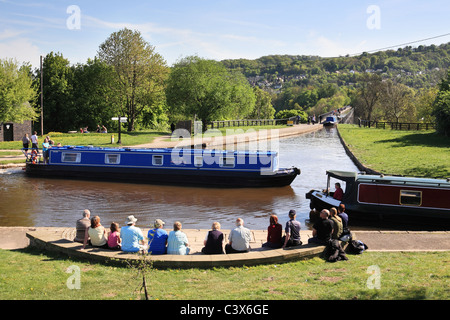 People watching canal boats crossing Pontcysyllte Aqueduct then entering Trefor Basin on the  Llangollen Canal, - Stock Photo