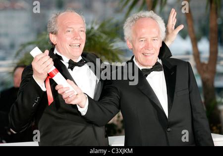 Cannes france may 22 2011 jean dujardin winner of for Jean luc dujardin