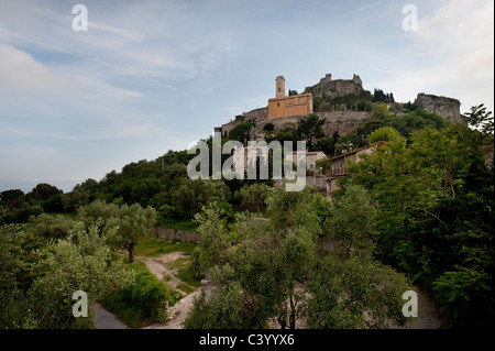 The medieval village of Èze in southeastern France. - Stock Photo
