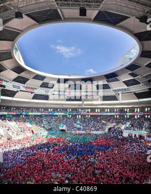 Spanien, Europa, Tarragona, Catalonia, stadium, Castellers, festival, human pyramid, masses, Castells, tradition - Stock Photo