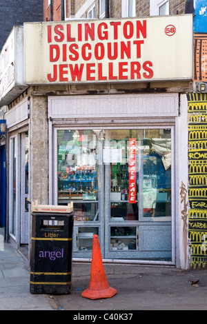 London , Islington , Chapel Market , derelict discount jewellers or jewellery shop or store Islington Discount Jewellers - Stock Photo