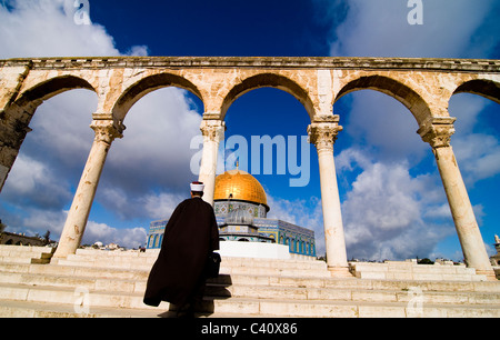 An Imam walking towards Al Aqsa mosque on the Temple mount in the old city of Jerusalem. - Stock Photo