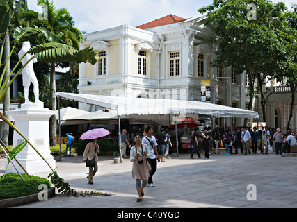 Statue of Sir Stamford Raffles with Old Parliament House Building off North Boat Quay Republic of Singapore Asia - Stock Photo