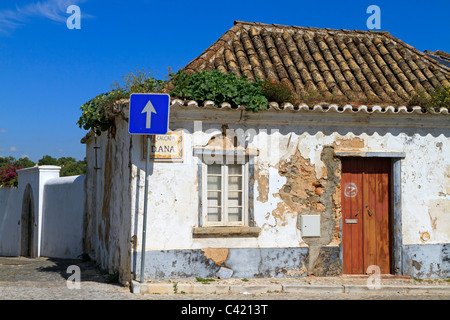 Small Portuguese house on a street corner at the top of the hill in Tavira, Algarve, Portugal. - Stock Photo