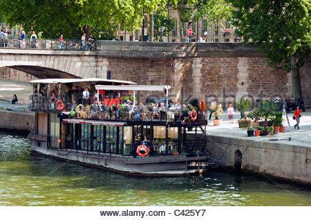 Seine river paris france floating pool josephine baker - Restaurant seine port ...