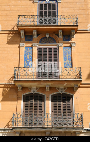 Mehrfamilienhaus mit Balkonen in Palma, Mallorca, Spanien. - Apartment building with balconies in Palma, Majorca, - Stock Photo