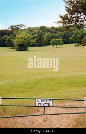 A 'Strictly Private' sign preventing access to countryside, Cambridgeshire UK - Stock Photo