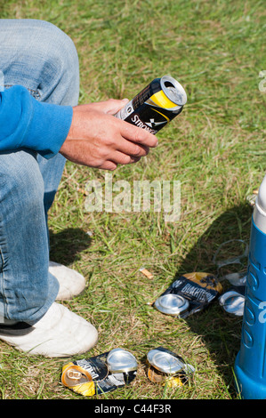 Crushed Drink Tins Stock Photo 21214467 Alamy