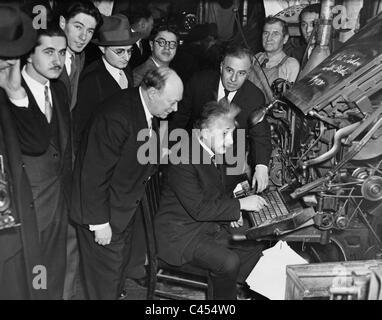 Albert Einstein on a typesetting machine, 1934 - Stock Photo