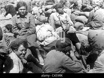 Female Soviet prisoners of war on the Eastern front, 1942 - Stock Photo