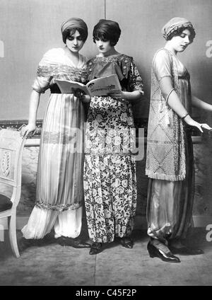 Ladies' fashion from 1911 - Stock Photo