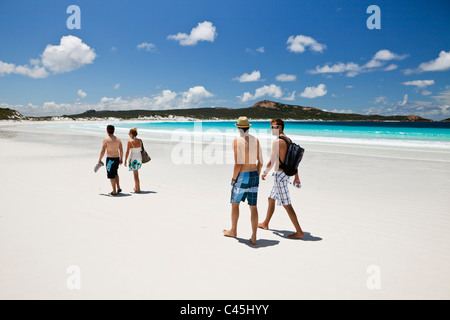 Tourists walking along beach at Lucky Bay. Cape Le Grand National Park, Esperance, Western Australia, Australia - Stock Photo