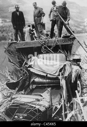 Recovery of the car in which King Leopold III and Princess Astrid of Sweden crashed.