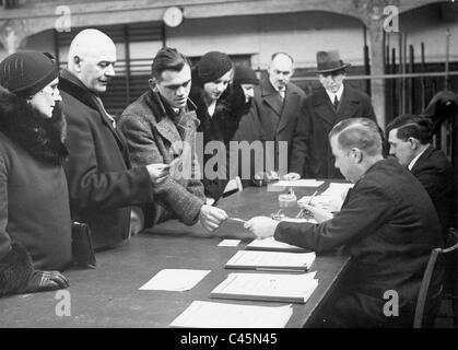 Voters during the inspection of the electoral lists, 1933 - Stock Photo