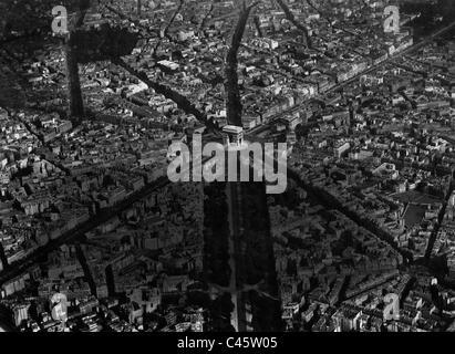 Aerial view of  the Place de l'Etoile with the triumphal arch Arc de Triomphe de l'Etoile, 1914 - Stock Photo