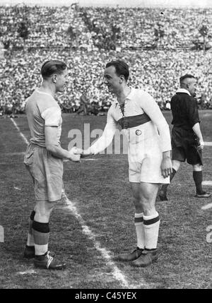 Team leader Ernst Kuzorra and Willy Rutz shake hands, 1935 - Stock Photo