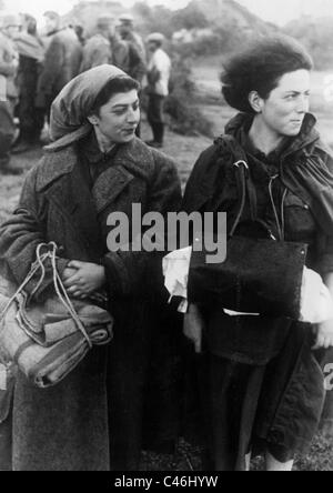 Female Red Army soldiers taken as prisoners on the Eastern Front, after 1941 (b/w photo) - Stock Photo