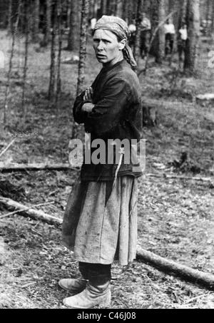 Female Red Army soldier taken prisoner on the Eastern Front, after 1941 (b/w photo) - Stock Photo