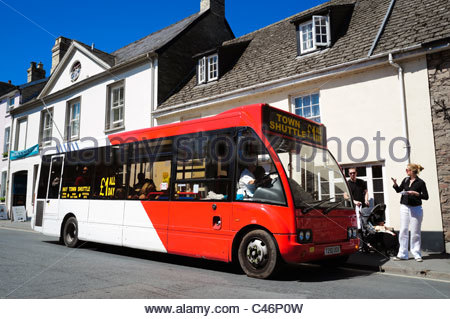 Hay on Wye, Wales, UK. Hay festival shuttle bus picking up people from the town center. - Stock Photo