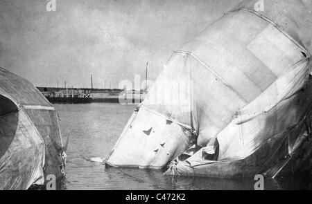 The wreck of a German zeppelin in Ostend - Stock Photo