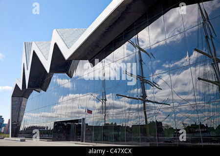 Rear of Glasgow Riverside Museum, Museum of Transport, with the masts of the Glenlee ('The Tall Ship') reflected - Stock Photo