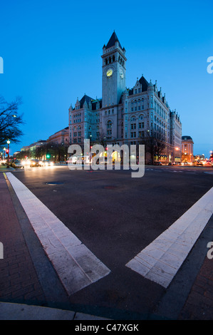 Pennsylvania Avenue, Washington DC, The front of the Old Post Office Pavilion at twilight. - Stock Photo