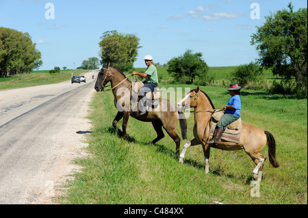 URUGUAY agriculture and livestock , Gauchos with horse cross road - Stock Photo