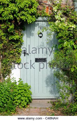 Green cottage door in Stourpaine, Dorset, England - Stock Photo