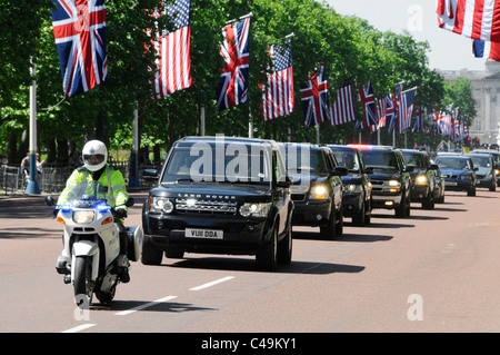 Motorcade of UK & USA security teams in The Mall during US President Obama state visit to London Union flag & Stars - Stock Photo