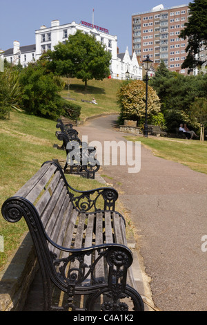 Cliffs walkway to Westcliff Hotel, Southend on sea area - Stock Photo