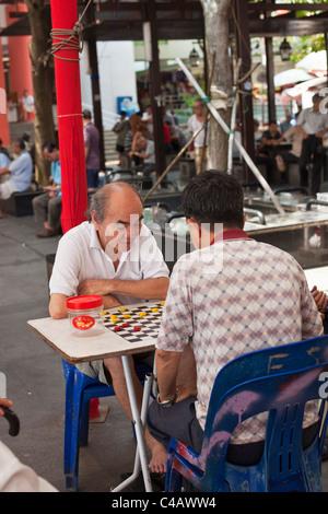Singapore, Singapore, Chinatown. Men playing Xiangqi (Chinese chess). - Stock Photo