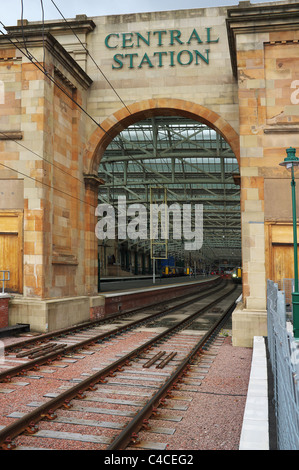 Access arch into Glasgow Central railway station, Glasgow, Scotland, UK, Great Britain - Stock Photo