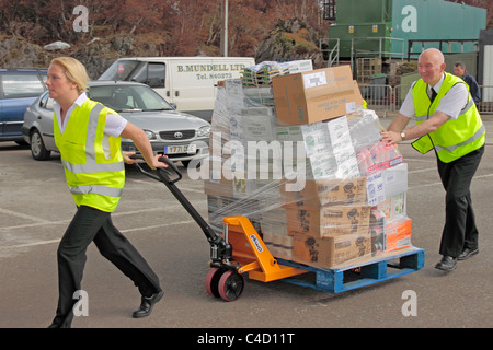 Staff loading supplies onto the Kennacraig to Port Askaig ferry MV Finlaggan - Stock Photo