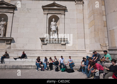 Detail of the side of the Glyptothek, a museum in Munich, Germany housing Greek and Roman sculpture with students - Stock Photo