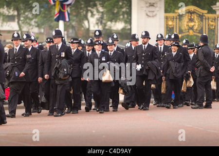 Policemen and women arrive for duty before the royal wedding of Prince William and Kate Middleton, (April 29, 2011), - Stock Photo