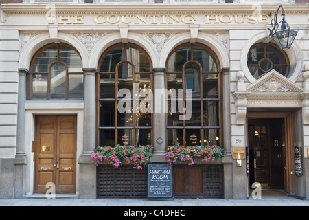 'The counting house' pub in the City of London,England - Stock Photo