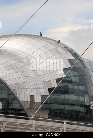 Window cleaners work by abseiling down the walls of the Sage concert hall in Gateshead, North East England, UK - Stock Photo