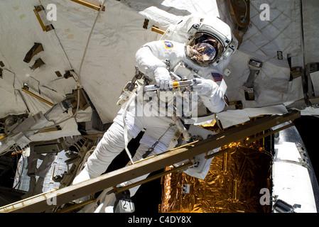 NASA astronaut Alvin Drew works on the International Space Station.