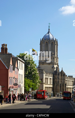 St Aldate's Street and Tom Tower, Christ Church College, Oxford University,  Oxford city centre, Oxfordshire, England, - Stock Photo