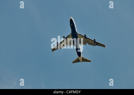 Passenger jet coming to land at the London Heathrow Airport - Stock Photo