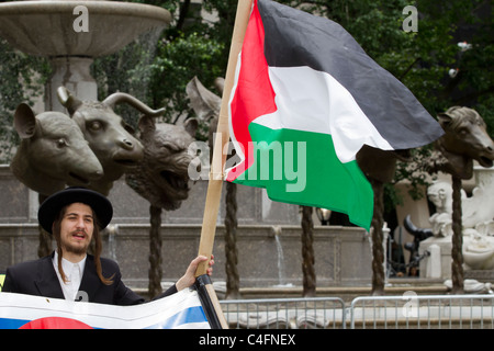Ultra orthodox protester holding a Palestinian flag at the 2011 Celebrate Israel Parade on Fifth Avenue - Stock Photo