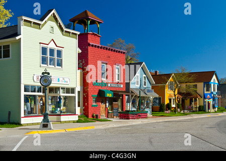 The main street of Suttons Bay on the Leelanau Peninsula near Traverse City, Michigan, USA. - Stock Photo