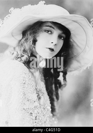 Vintage portrait photo circa 1921 of American stage, screen and TV actress Lillian Gish (1893 - 1993). - Stock Photo